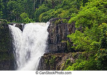 tegenungan, cascata, è, uno, bello, cascata, localizzato,...