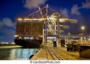 teherhajó, által, éjszaka
