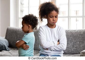 teimoso, irmã, zangado, africano, irmão, ignorando, ofendido, cada