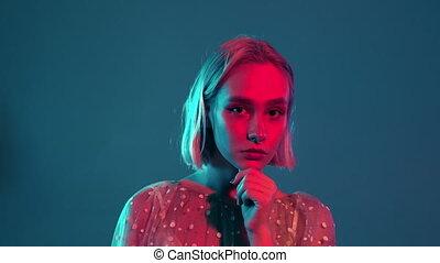 teint, mystérieux, bleu, teenager., portrait, coiffure, millennial, hipster, joli, hair., girl, light., rose, court, néon