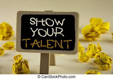 tekst, meldingsbord, het tonen, tonen, jouw, talent., conceptueel, foto, bewijzen, persoonlijk, vaardigheden, talent, kennis, aptitudes, geschreven, op, houten, aanplakken, op, de, vlakte, achtergrond, gele, papier, balls.