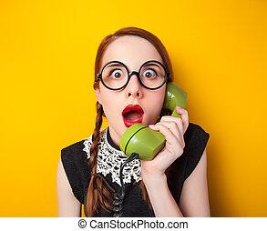 teléfono, amarillo, fondo., verde, pelirrojo, niña