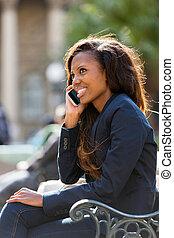 teléfono celular, mujer, africano, hablar