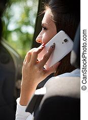 telefon, autó, üzletasszony