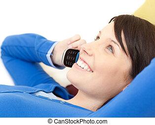 telefon, bájos, beszéd, pamlag, fekvő, nő, fiatal