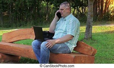 telefon, mann, laptop, gebrauchend