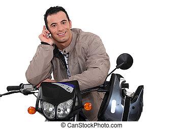 telefon, motorroller, seine, mann, gebrauchend