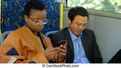 telefon, ruchomy, znowu, używając, commuter, autobus, 4k, ...