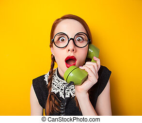 telefon, sárga, háttér., zöld, csörgőréce, leány