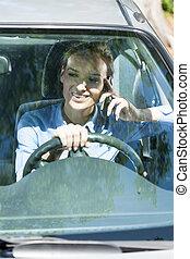 Telefon, während, frau, fahren