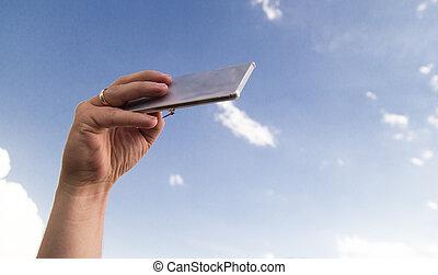 telefon, wolkenhimmel, hintergrund, hand