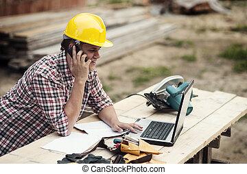 telefone, carpinteiro, falando, móvel