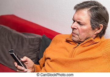 telefone, cidadão sênior, sofá