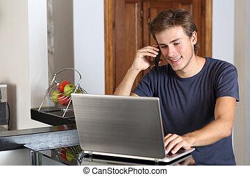 telefone, laptop, homem, trabalhando, lar