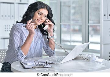 telefone, laptop, mulher, usando, falando
