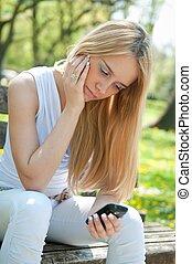 telefone móvel, adolescente, infeliz