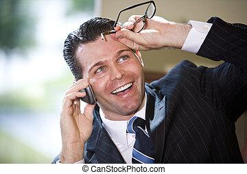 telefone móvel, homem negócios, feliz, falando