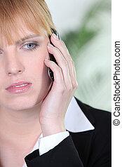 telefone mulher, preocupado