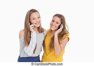 telefone, sorrindo, mulheres, dois, jovem