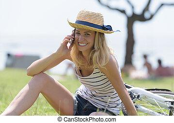 telefonera kvinna, lycklig