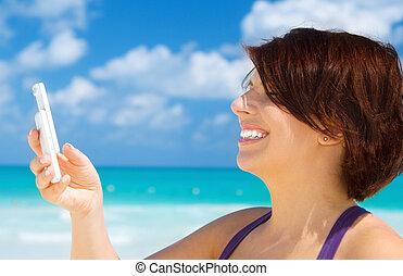 telefonera kvinna, strand, lycklig