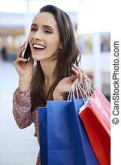 telefono mobile, shopping, pieno, gioioso, borse, parlare