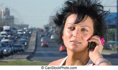 telefoon, beweeglijk, middelbare , meisje, spreekt, snelweg