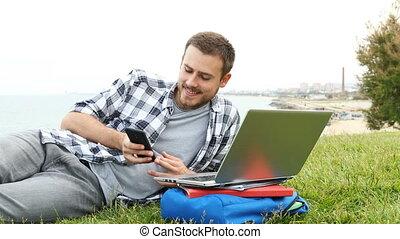 telefoon boodschap, afgeleid, krijgen, student