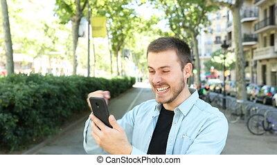 telefoon, fototoestel, gebruiken, blik, opgewekte, man