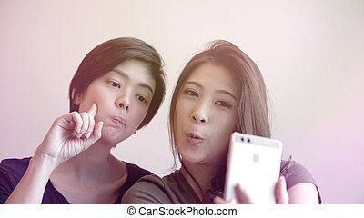 telefoon, selfie, vrouwen, photogenic, twee, klesten, aziaat, vrolijke