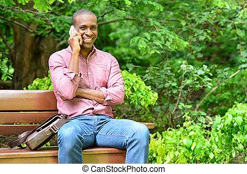 telefoon, zittende , klesten, bankje, afrikaanse man