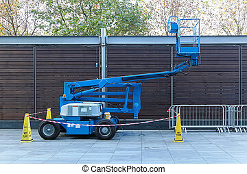 Telescopic boom lift - Self propeled blue telescopic boom ...
