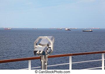 teleskop, deck, von, ausflugsdampfer, in, heraus, von, fokus., viele, schiffe, weit, away.