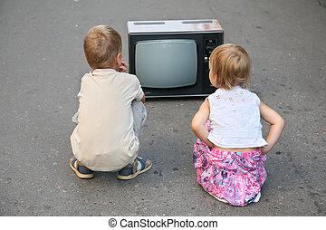 televíziókészülék, öreg, gyerekek, út