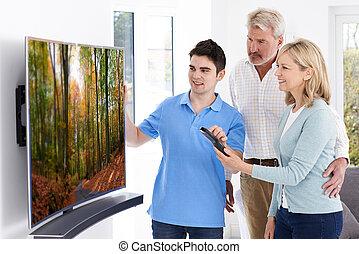 telewizja, dojrzała para, demonstrowanie, nowy dom, człowiek