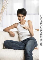 telewizja, kobieta, młody, chińczyk, oglądając