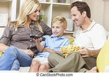 telewizja, rodzina, posiedzenie, sofa, oglądając, szczęśliwy