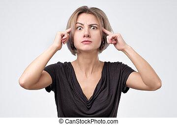 tem, mulher, generates, idéia, mente, olha, novo, atento, pensativamente, olhar