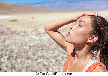 temperatura, quentes, mulher, asiático, desidratado, apoplexia, calor, sol, danger., suar, cansadas, sob, exhausted., verão, deserto, menina, tempo