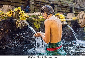 tempio, il bagnarsi, struttura, santo, primavera, bali., relativo, acqua, famoso, petirtaan, composto, consiste, o, uomo