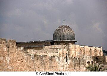 Temple mount Al Aqsa mosque and old city jerusalem walls
