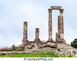 Temple of Hercules at Amman Citadel in winter - Travel to...
