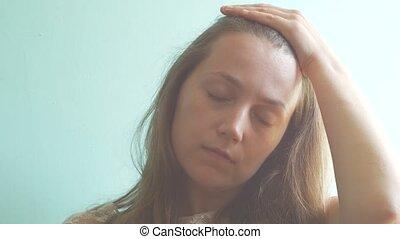 temples., problems., haut, pms, sentir, dame, maquillage, syndrome, matin, prémenstruel, jeune femme, masser, dur, brun, sillage, pastel, mal tête, menthe, sans, cheveux, fatigué, accentué, douleur, concept., arrière-plan.