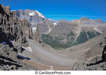 templo, passagem, rastro, em, parque nacional banff, alberta, canadá