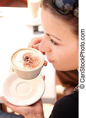 tempo, café, desfrutando, mulher jovem