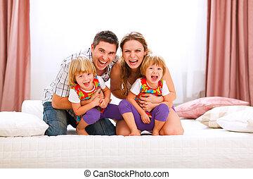temps, filles, avoir, heureux, amusement, portrait, famille, maman, papa, jumeaux