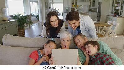 temps maison, dépenser, ensemble, famille