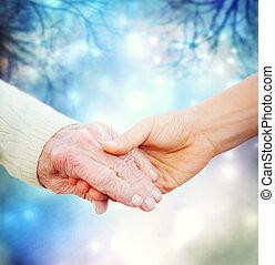 tenant mains, à, femme âgée