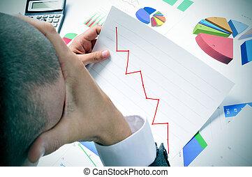 tendenza, uomo affari, verso il basso, osservazione, grafico