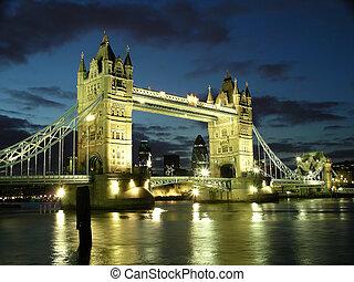 tender un puente sobre la torre